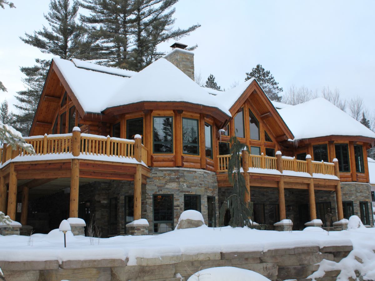 Modified Gem Lake Log Home